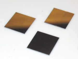 Array of 0.5 um long Si nanowires on 10 mm x 10 mm Si substrates